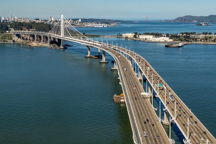 """港珠澳大桥工程上的""""大国重器""""——振华重工"""